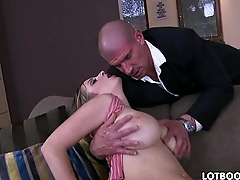 Sexy MILF Sun Suzie has big ass and natural big tits