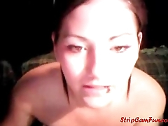 Cute Amateur Webcam Girl Showing all Her Body on...-StripCamFun.com